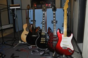 To avoid damaging the guitar, is better to put it in its case or on a guitar stand